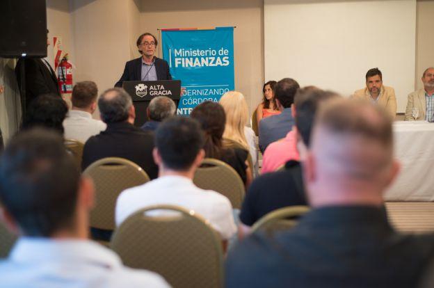 Convenios entre Finanzas y municipios del departamento Santa María