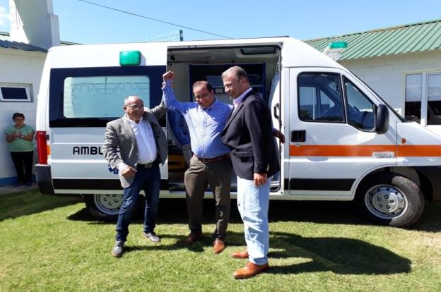 Ambulancias y aportes para Roque Sáenz Peña y Unión