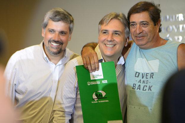 La Provincia entregó 84 escrituras a familias de la ciudad de Córdoba