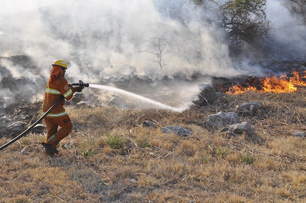 Está contenido el incendio en Villa Giardino