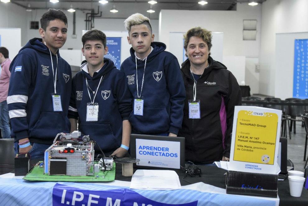 Estudiantes cordobeses destacados en la Maratón de Robótica y Programación