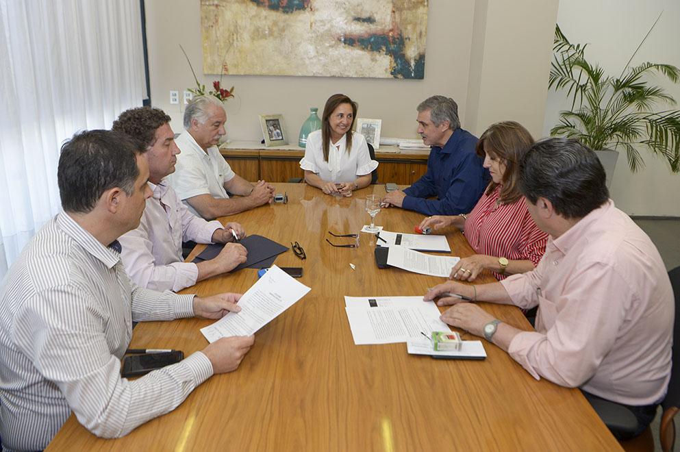 La Provincia acordó un incremento salarial con el SEP y la UEPC