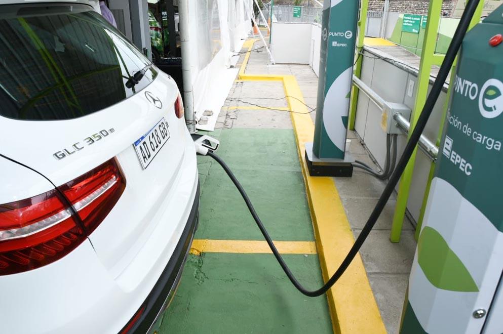 EPEC inauguró su primer punto de recarga para vehículos eléctricos