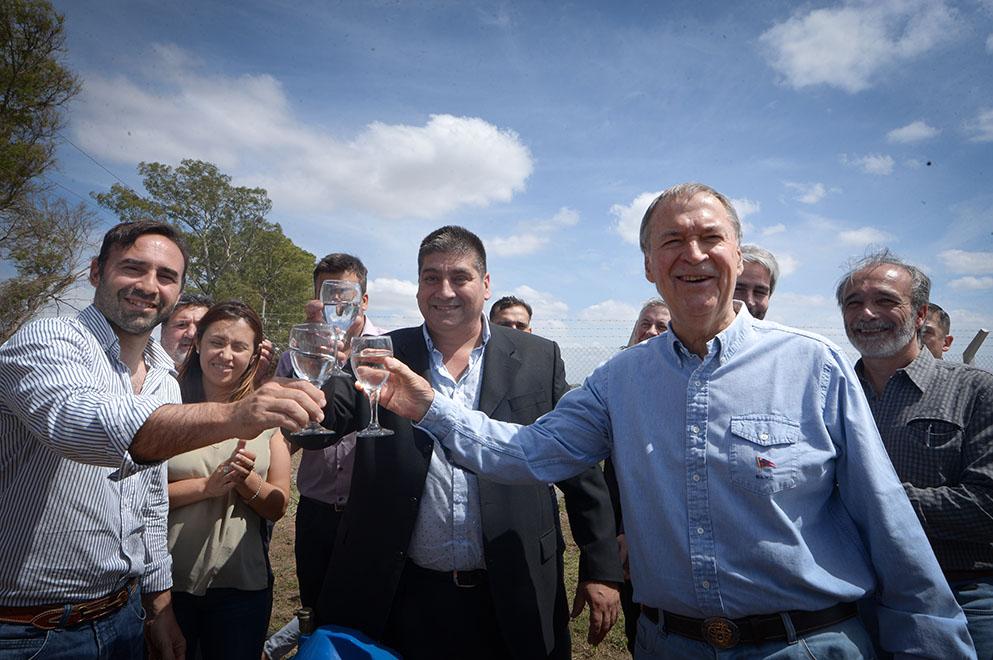 Schiaretti inauguró la nueva red de agua potable en Toledo