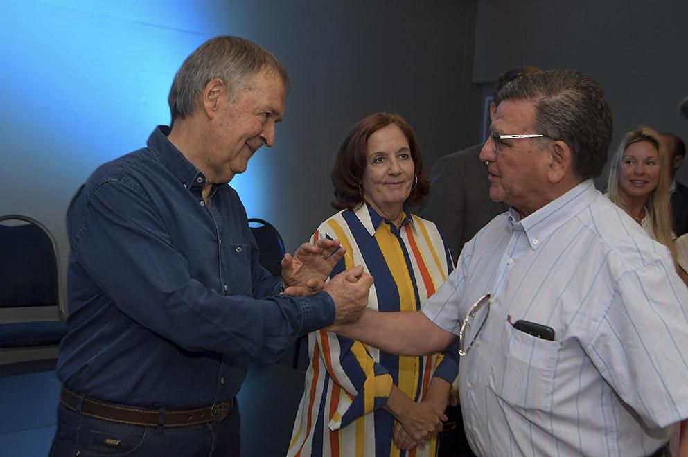 Schiaretti entregó ayudas económicas a centros vecinales y organizaciones sociales