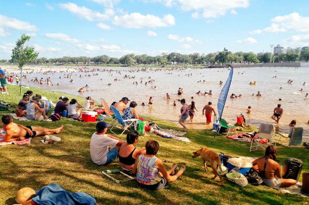 Derecho al verano: domingos en familia en el río Cuarto