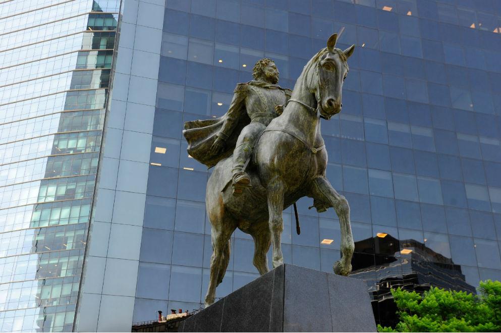 Emplazaron en Buenos Aires la estatua ecuestre del Brigadier General Bustos