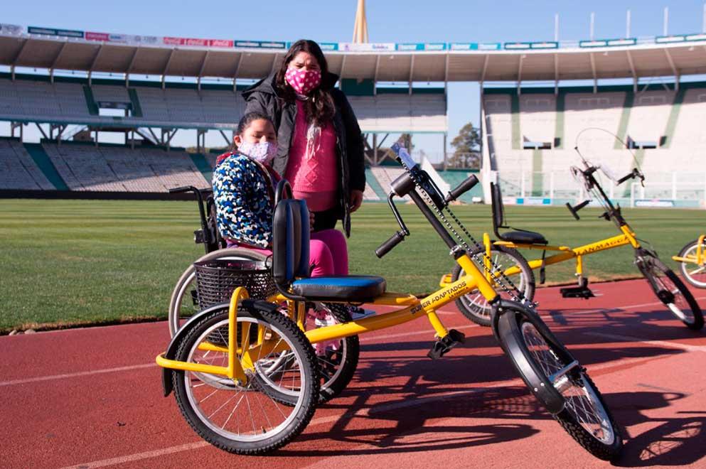 La Provincia acompañó a la Fundación Jean Maggi en la entrega de bicicletas adaptadas