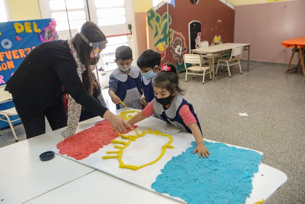 La bandera de Córdoba, orgullo de los más chicos